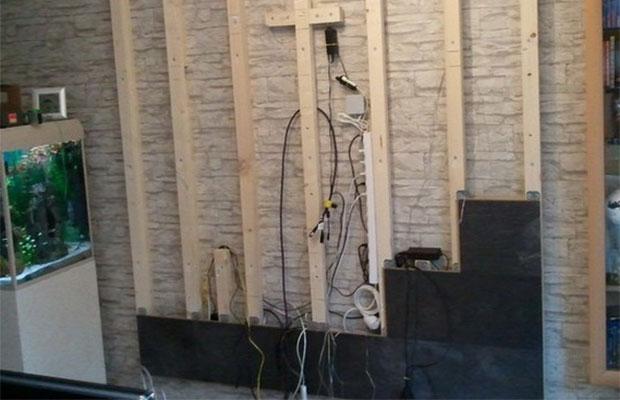 Ламинат можно монтировать не на стену, а на специально созданную обрешетку