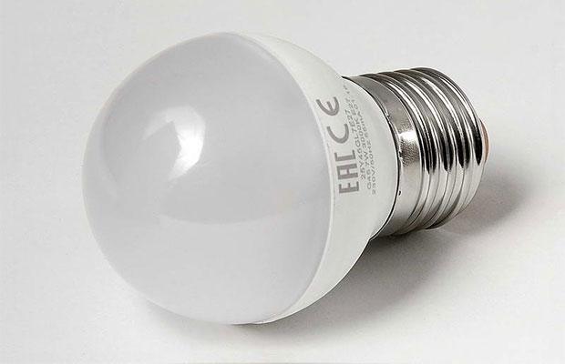 При выборе лампочки нужно обратить внимание на мощность и значение светового потока (Лм)