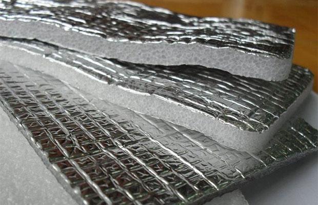 Изолон состоит из вспененного полиэтилена, покрытого слоем с отражающими свойствами
