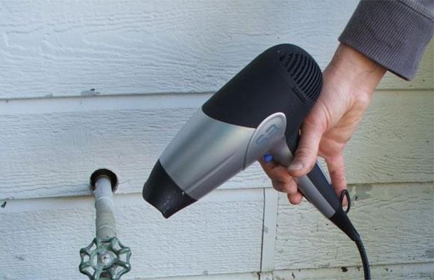 Строительный фен можно использовать для прогрева замерзших труб
