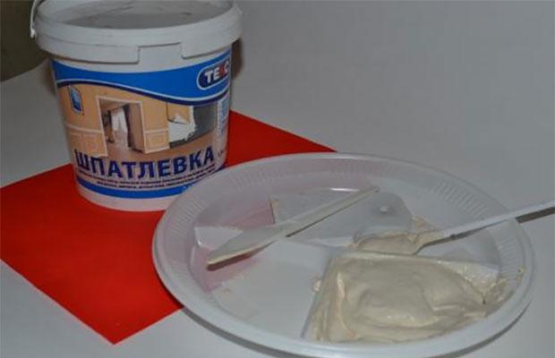 Латексная шпатлевка продается в готовом виде, ее просто и удобно применять