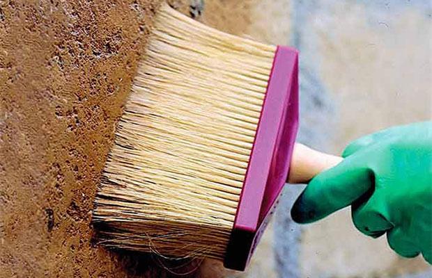 Перед началом работы на поверхность нужно нанести грунтовку