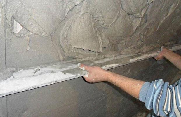 С помощью штукатурки стен можно устранить практически любые недостатки