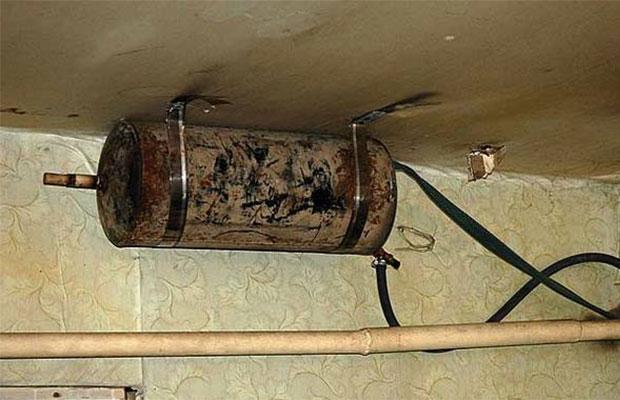 В многоэтажных домах расширительный бак монтируется в чердачной зоне или под потолком котельной