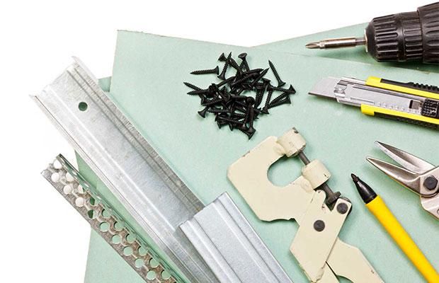 Количество саморезов зависит от размера листа, шага крепления и числа слоев