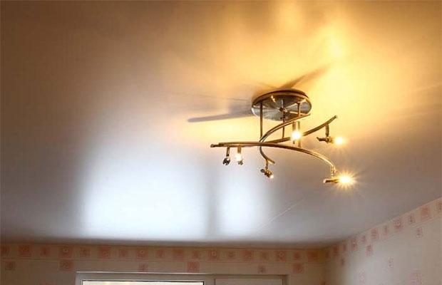 Натяжной потолок - один из самых популярных вариантов отделки