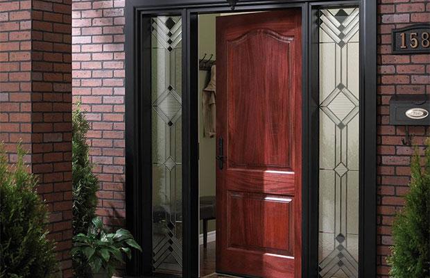 Высота входной двери обычно составляет 200 см