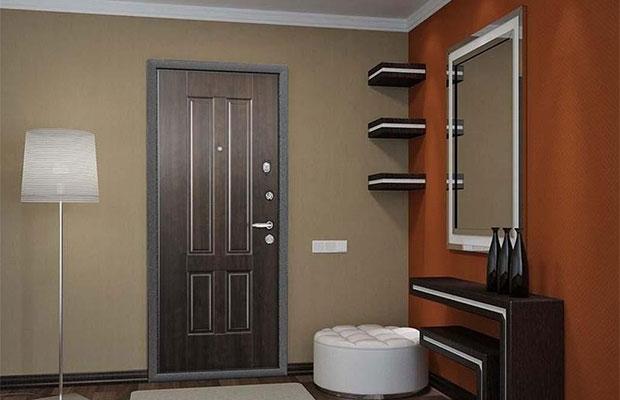 Для частного дома лучше выбрать дверь с высоким уровнем защиты от взлома