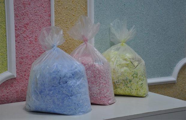 Если нужно создать многоцветный рисунок, жидкие обои разных цветов следует готовить в отдельной посуде