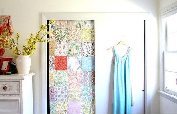 Декор из ткани на двери выглядит очень необычно