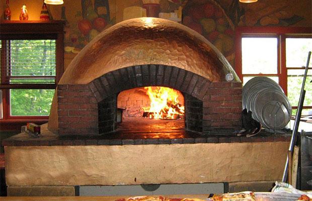 В помпейской печи можно выпекать не только пиццу, но и мясо, хлеб и т.д.