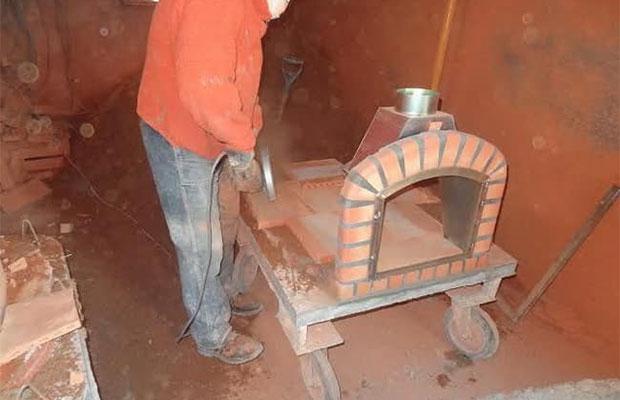 Печка состоит из подставки, фундамента и рабочего пространства (арки, купола, дымохода)