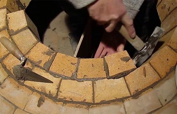 Для кладки используется только шамотный кирпич