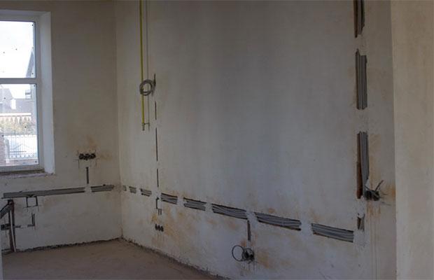 В панельных домах проводка расположена в специальных каналах, которые формируются во время производства плиты
