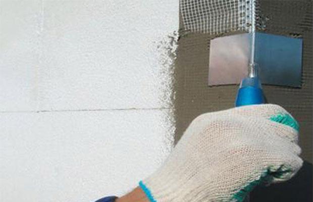 При штукатурке стен углам следует уделить особое внимание