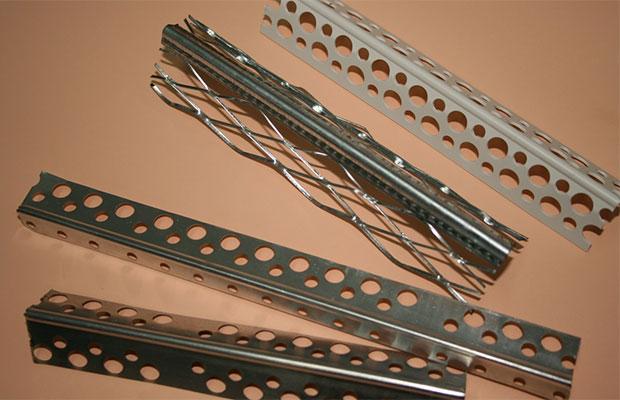 Металлические уголки делают из стали или алюминия