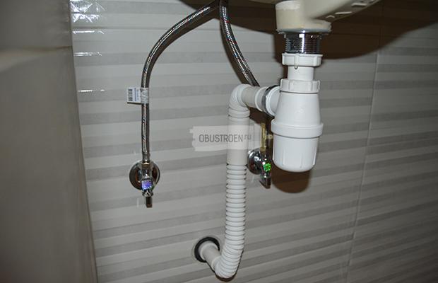 Установка сифона в слив канализации