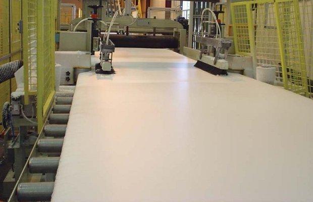Способ изготовления пенопласта и экструдированного полистирола различаются