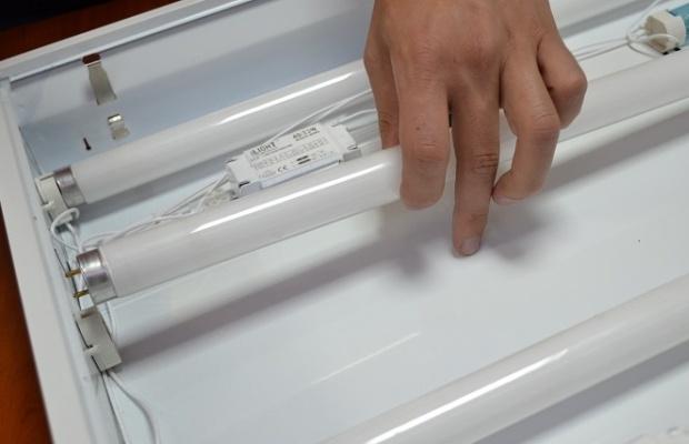 Непосредственно процесс монтажа светодиодной лампы вместо люминесцентной