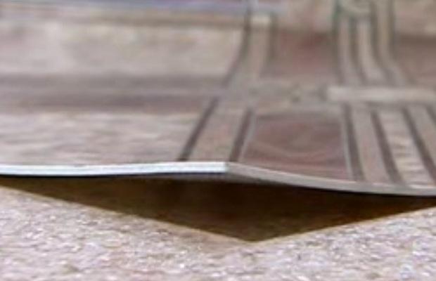 Материал и плотность полотна влияет на склонность линолеума образовывать складки