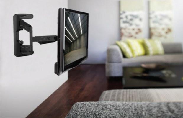 В спальной комнате телевизор следует крепить исключительно на кронштейне