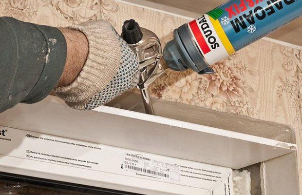 Монтаж откосов из композитных сэндвич-панелей может производиться с помощью жидких гвоздей