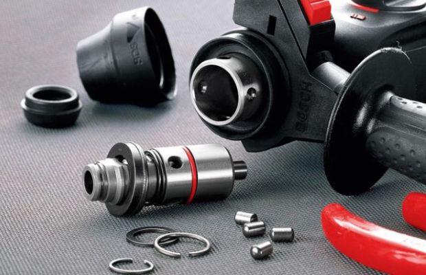 Типовое устройство патрона перфоратора состоит из втулки со шлицами, кольца, стопорных шариков и кожуха