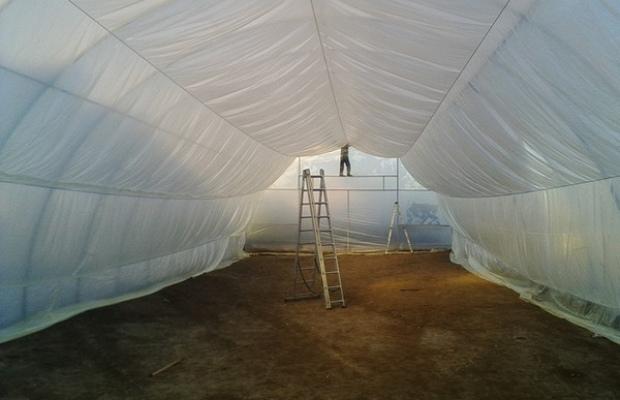 После возведения фундамента, начинается монтаж стен