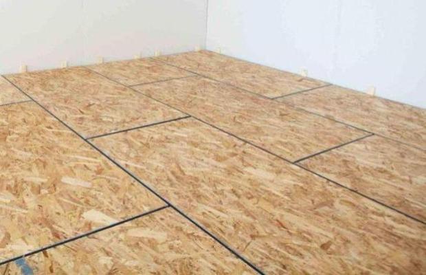 Под плитами ОСБ размещается необходимое количество звукоизолирующего материала