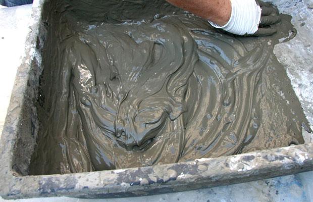 Состав из цемента и песка при желании можно приготовить самостоятельно