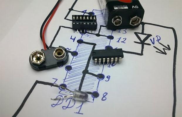 9-вольтовая батарейка типа Крона понадобится для питания схемы