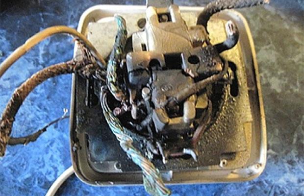При коротком замыкании нужно проверить выключатели и розетки