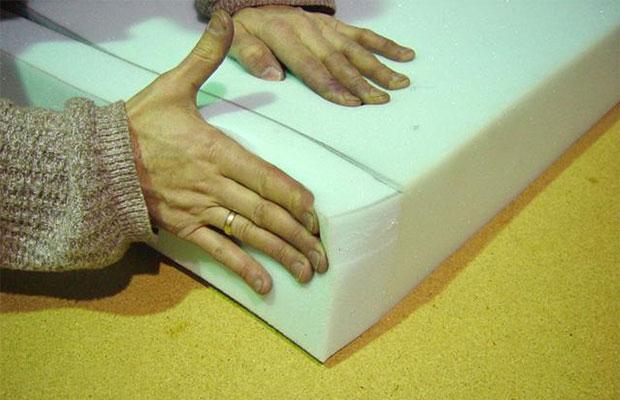 От выбора клея зависит, насколько качественно будет приклеиваться материал