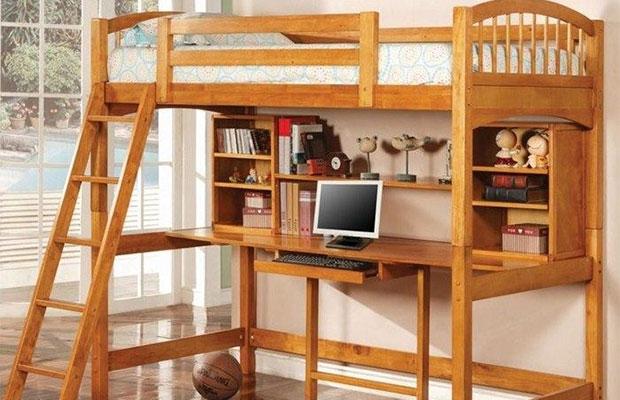 Кровать чердачного типа позволяет существенно сэкономить место в комнате
