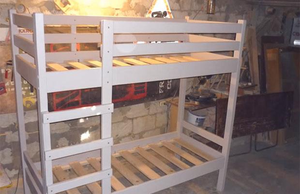 Классическую двухъярусную кровать сделать проще всего