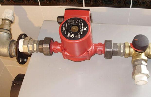 Циркуляционный насос предназначен для равномерного распределения тепла по радиаторам