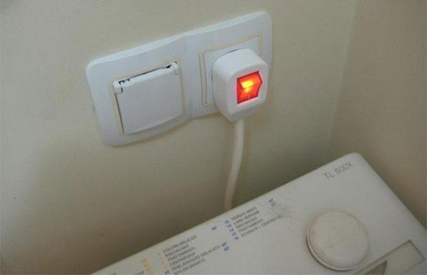 Желательно устанавливать  в ванной и на кухне розетки с классом защиты от влаги не ниже IP44 или IP54