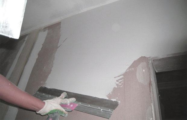 Шпаклевание перед покраской необходимо, чтобы скрыть все трещины