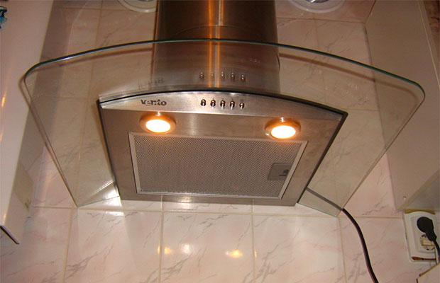 Мигание света в бытовых приборах может говорить о нарушении их работы