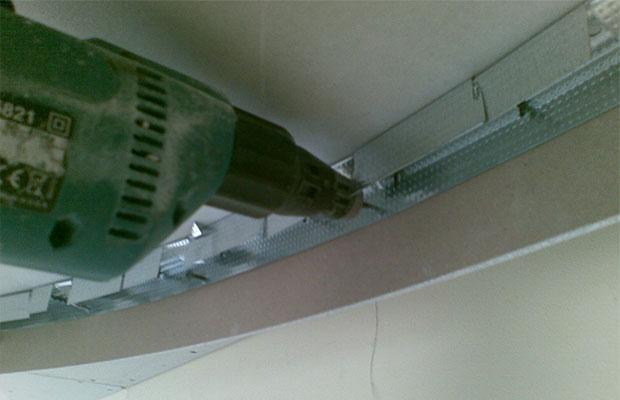 Для сборки конструкции понадобится шуруповерт