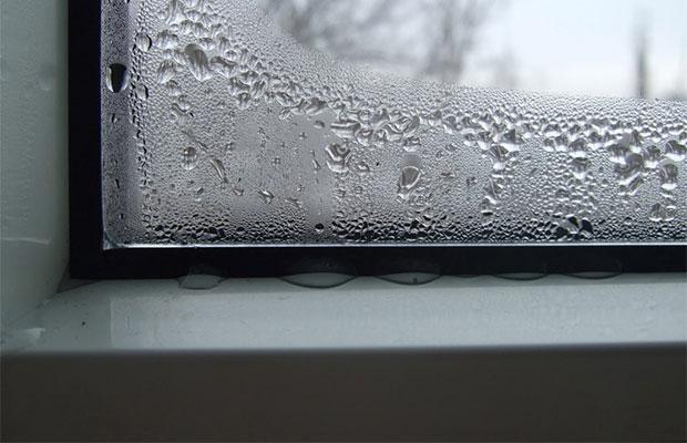 Если окно промерзает зимой, проблема может быть в уплотнителе