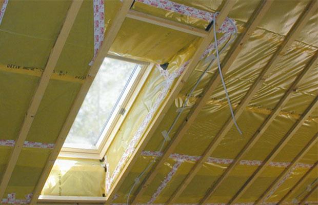 Монтаж выполняется на внутренней стороне крыши
