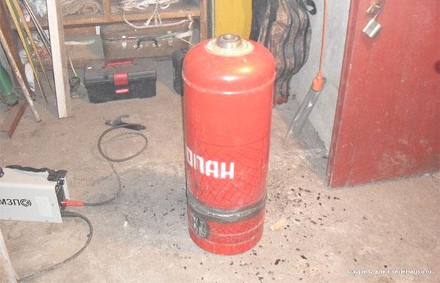 Печь можно сделать из старого газового баллона