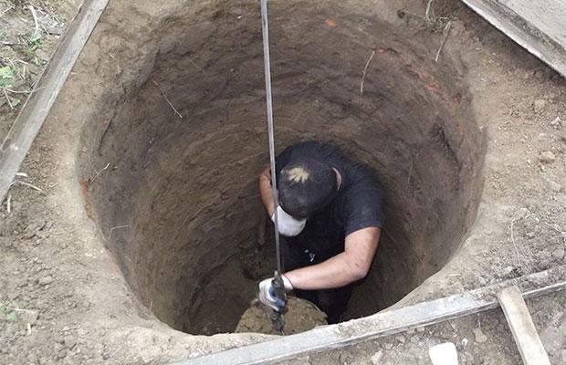 Выкопать колодец своими руками достаточно сложно, но возможно