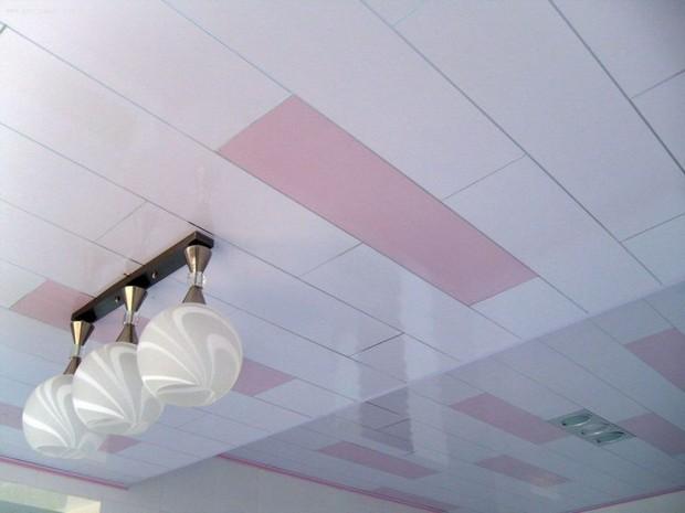 ПВХ-панели на потолке