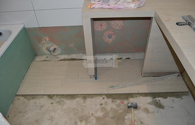 Выкладываем плитку на пол на сухую