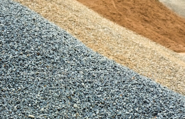 Основное различие между гравием и щебнем заключается в форме и размере зерен