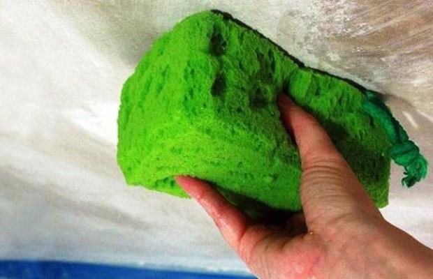 Мокрый способ подготовки потолка безопасней для здоровья