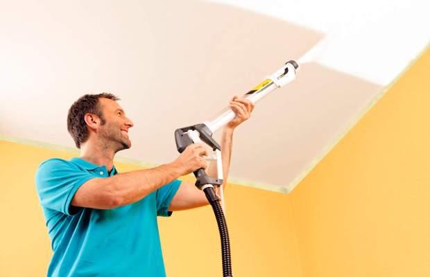 Удобный и быстрый вариант покраски потолка – использование краскопульта