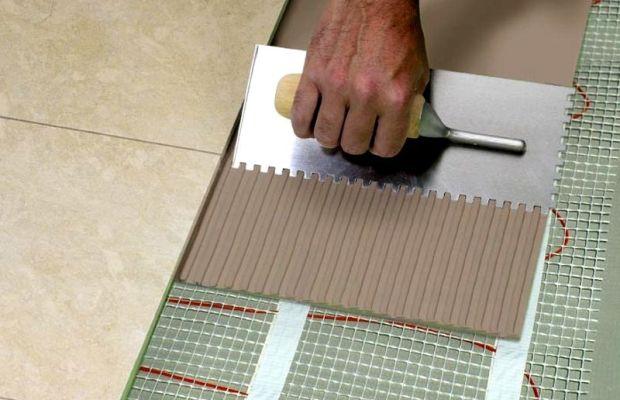 Клей для плитки может быть выполнен в виде готовой смеси или порошка, который нужно разводить самостоятельно